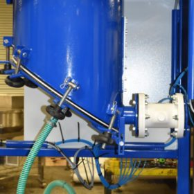pinch valve for dispensing material into bags