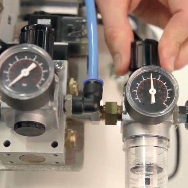 Adjusting pressure with vacuum pressure gauage