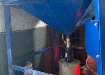 pinch valve for garnet hopper
